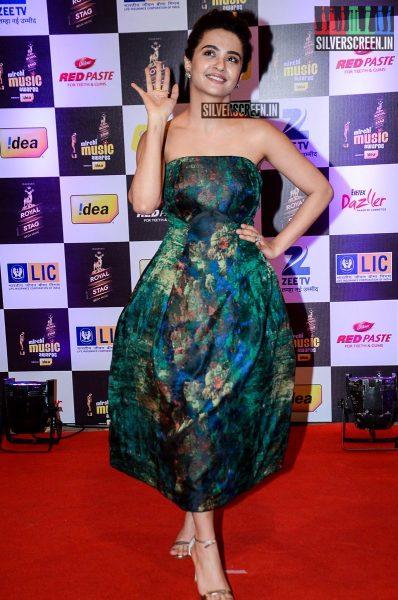 celebrities-at-the-radio-mirchi-awards-red-carpet-photos-0004.jpg