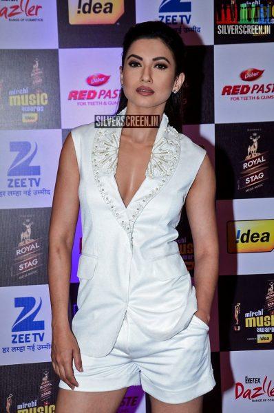 celebrities-at-the-radio-mirchi-awards-red-carpet-photos-0008.jpg