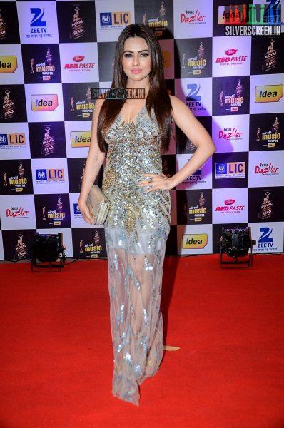 celebrities-at-the-radio-mirchi-awards-red-carpet-photos-0010.jpg