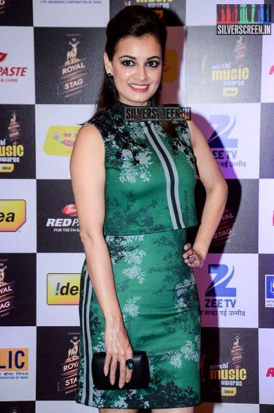 celebrities-at-the-radio-mirchi-awards-red-carpet-photos-0014.jpg