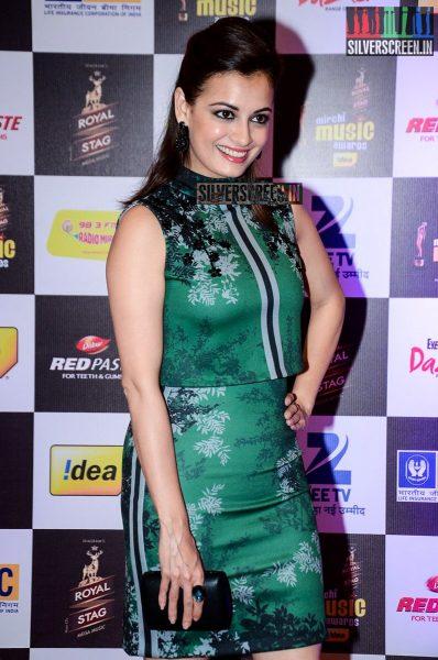 celebrities-at-the-radio-mirchi-awards-red-carpet-photos-0016.jpg