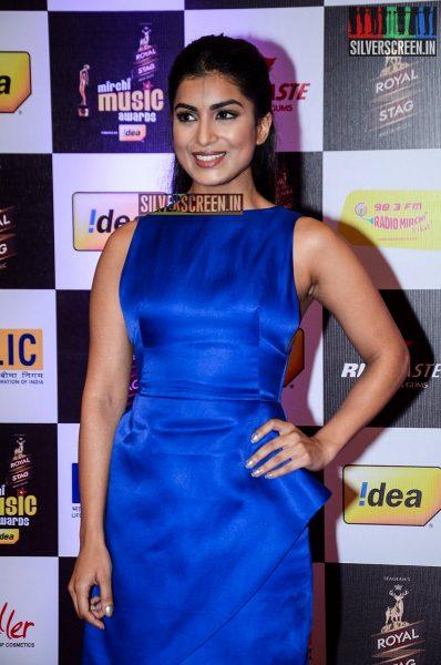 celebrities-at-the-radio-mirchi-awards-red-carpet-photos-0018.jpg