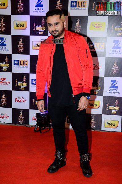 celebrities-at-the-radio-mirchi-awards-red-carpet-photos-0019.jpg
