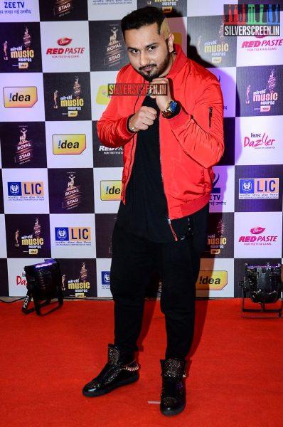 celebrities-at-the-radio-mirchi-awards-red-carpet-photos-0020.jpg