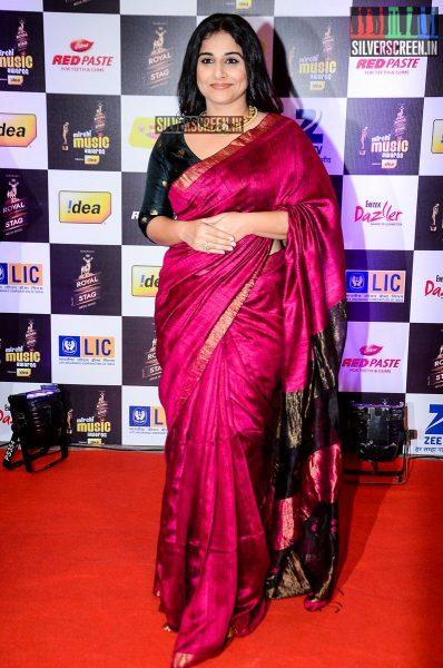 celebrities-at-the-radio-mirchi-awards-red-carpet-photos-0033.jpg