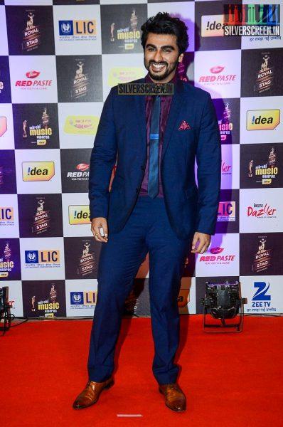 celebrities-at-the-radio-mirchi-awards-red-carpet-photos-0035.jpg