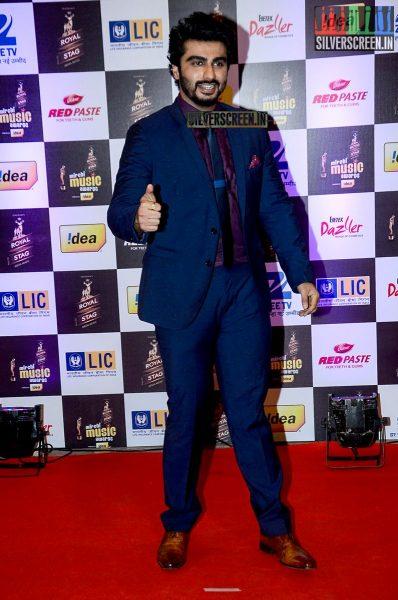 celebrities-at-the-radio-mirchi-awards-red-carpet-photos-0037.jpg