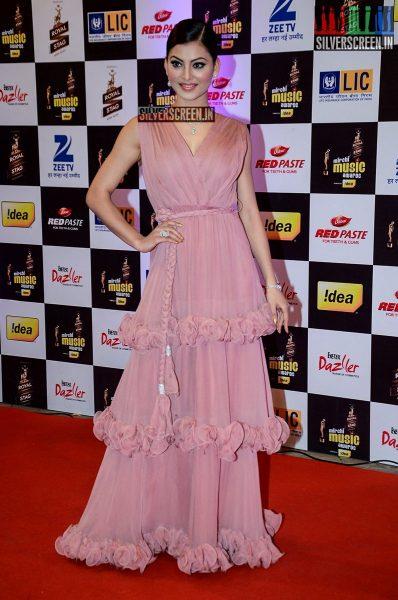 celebrities-at-the-radio-mirchi-awards-red-carpet-photos-0038.jpg
