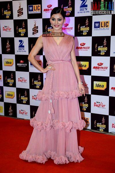 celebrities-at-the-radio-mirchi-awards-red-carpet-photos-0039.jpg
