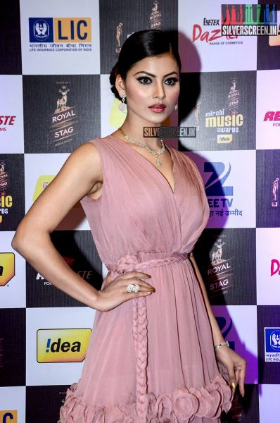 celebrities-at-the-radio-mirchi-awards-red-carpet-photos-0041.jpg