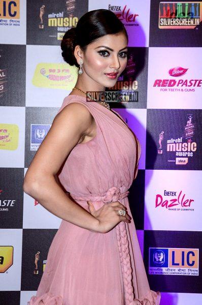 celebrities-at-the-radio-mirchi-awards-red-carpet-photos-0042.jpg