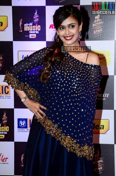 celebrities-at-the-radio-mirchi-awards-red-carpet-photos-0048.jpg