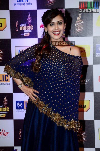 celebrities-at-the-radio-mirchi-awards-red-carpet-photos-0049.jpg