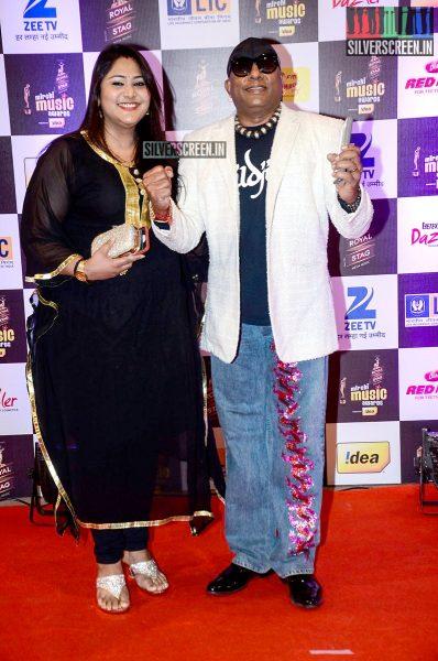 celebrities-at-the-radio-mirchi-awards-red-carpet-photos-0055.jpg