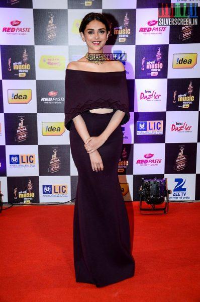 celebrities-at-the-radio-mirchi-awards-red-carpet-photos-0056.jpg