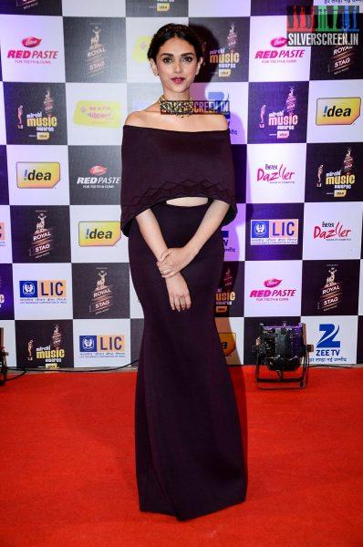 celebrities-at-the-radio-mirchi-awards-red-carpet-photos-0057.jpg