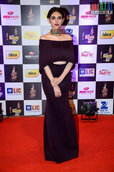 celebrities-at-the-radio-mirchi-awards-red-carpet-photos-0058.jpg
