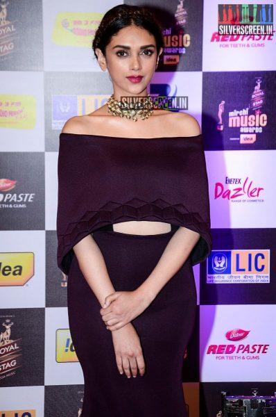 celebrities-at-the-radio-mirchi-awards-red-carpet-photos-0061.jpg