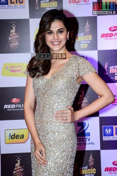 celebrities-at-the-radio-mirchi-awards-red-carpet-photos-0065.jpg