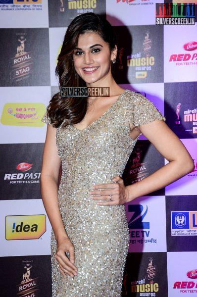 celebrities-at-the-radio-mirchi-awards-red-carpet-photos-0066.jpg