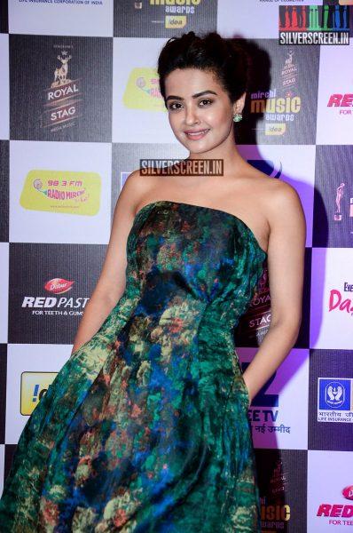 celebrities-at-the-radio-mirchi-awards-red-carpet-photos-0069.jpg