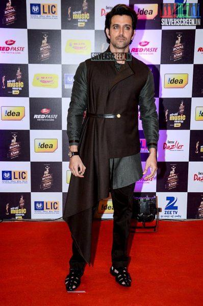 celebrities-at-the-radio-mirchi-awards-red-carpet-photos-0070.jpg
