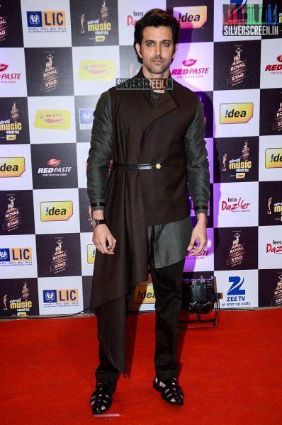 celebrities-at-the-radio-mirchi-awards-red-carpet-photos-0071.jpg