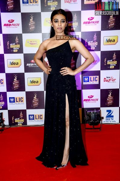 celebrities-at-the-radio-mirchi-awards-red-carpet-photos-0073.jpg