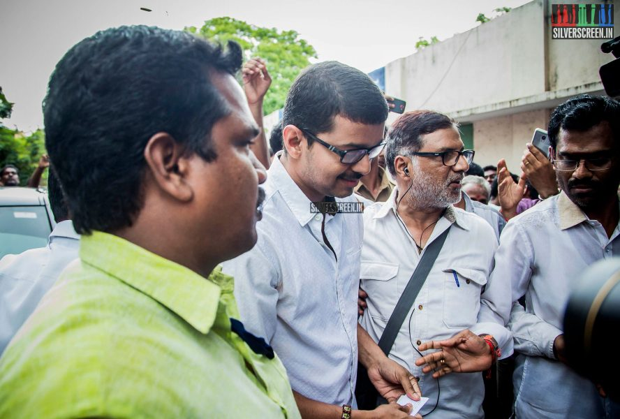 celebrities-vote-in-tamil-nadu-assembly-elections-2016-hq-photos-0004.jpg
