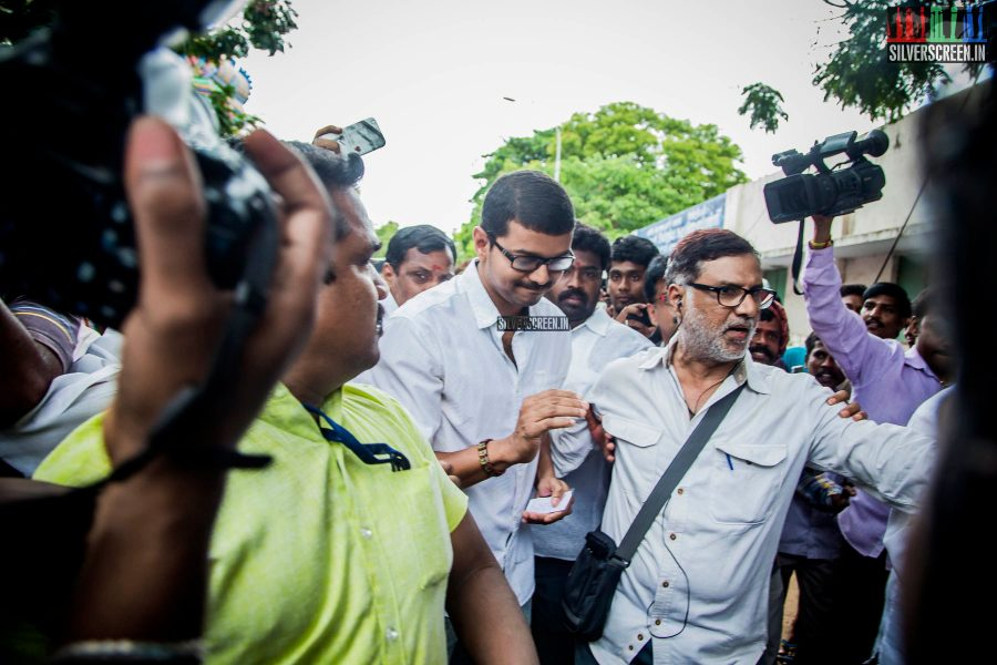 celebrities-vote-in-tamil-nadu-assembly-elections-2016-hq-photos-0005.jpg