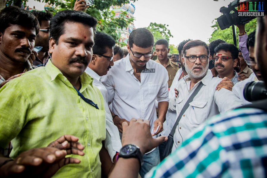 celebrities-vote-in-tamil-nadu-assembly-elections-2016-hq-photos-0006.jpg