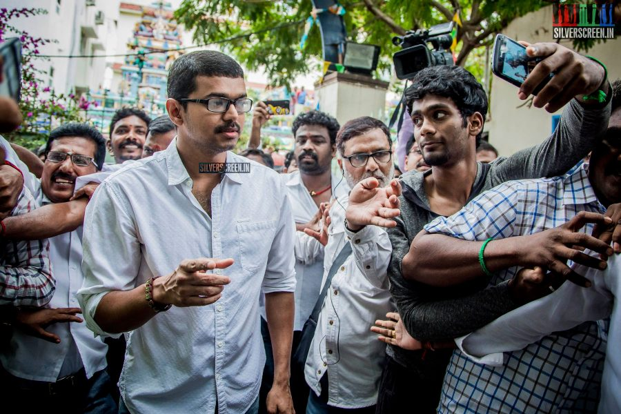 celebrities-vote-in-tamil-nadu-assembly-elections-2016-hq-photos-0007.jpg
