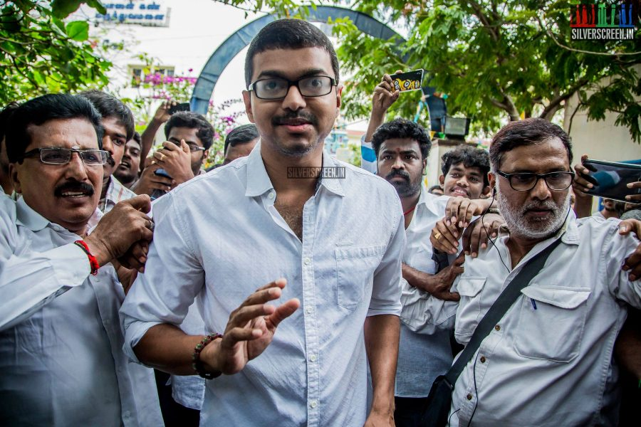 celebrities-vote-in-tamil-nadu-assembly-elections-2016-hq-photos-0008.jpg