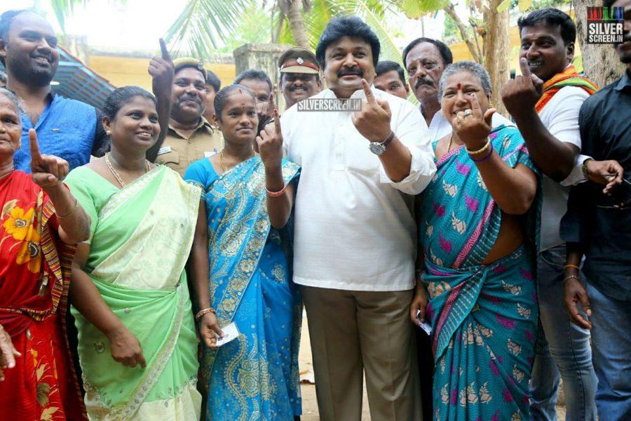 kollywood-votes-at-tamil-nadu-assembly-elections-2016-photos-0021.jpg