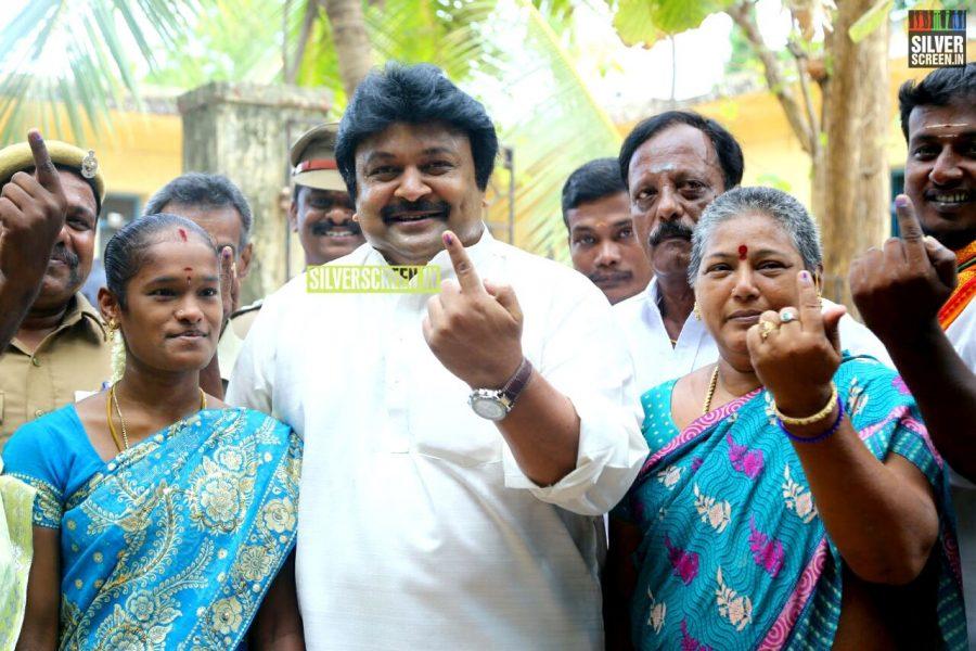kollywood-votes-at-tamil-nadu-assembly-elections-2016-photos-0022.jpg