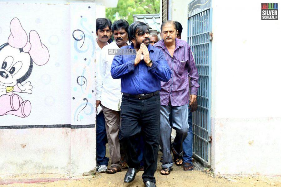 kollywood-votes-at-tamil-nadu-assembly-elections-2016-photos-0033.jpg