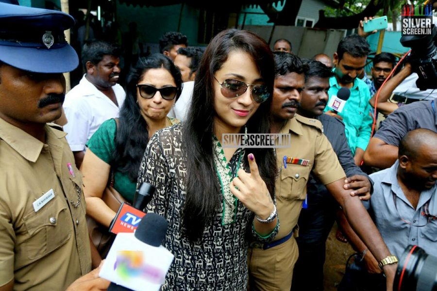 kollywood-votes-at-tamil-nadu-assembly-elections-2016-photos-0037.jpg