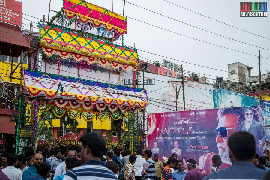 kabali-first-day-first-show-celebrations-at-kasi-and-vetri-theatres-chennai-photos-0028.jpg