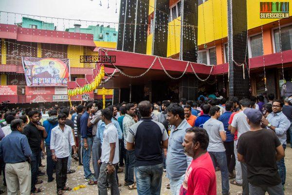 kabali-first-day-first-show-celebrations-at-kasi-and-vetri-theatres-chennai-photos-0029.jpg