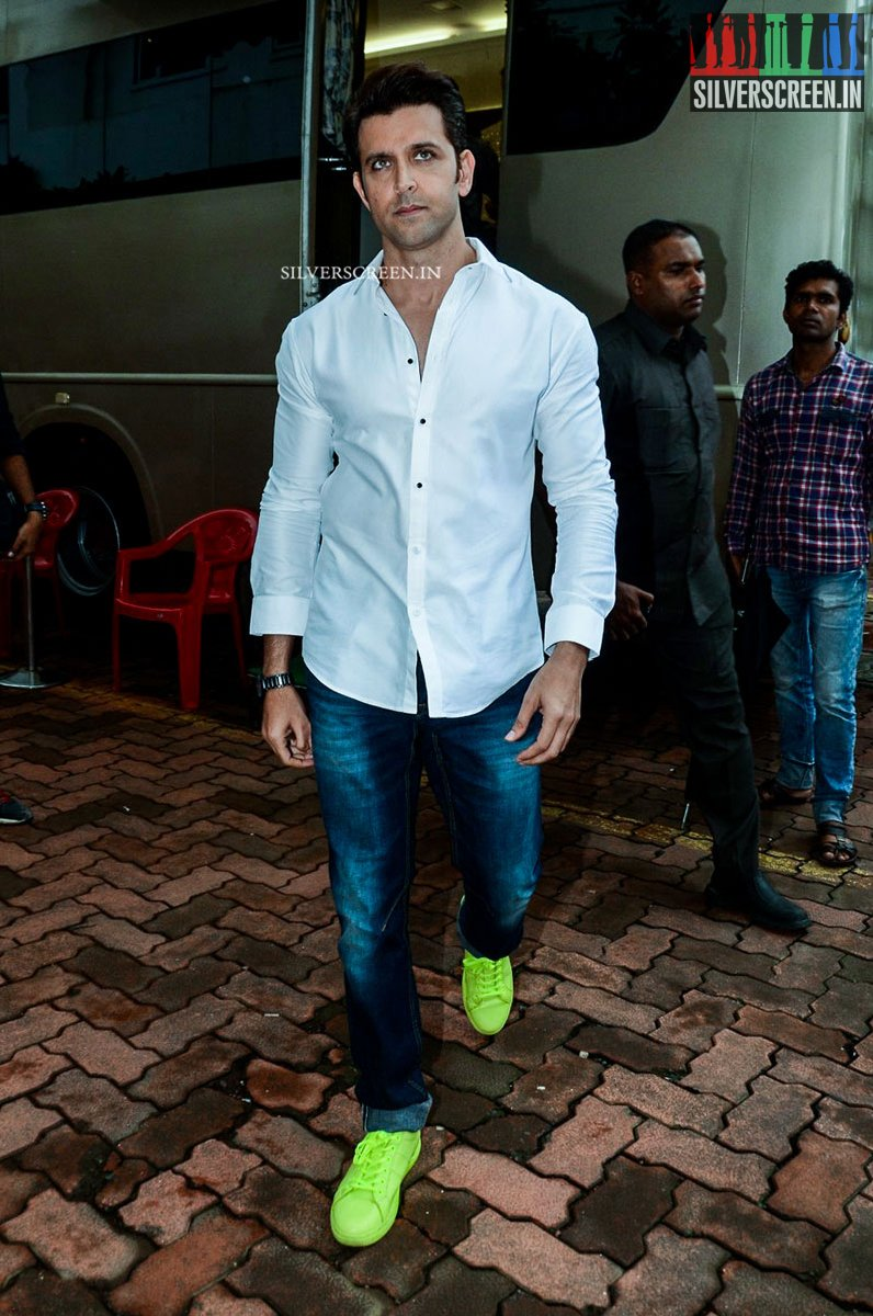 Hrithik Roshan and Pooja Hegde Promotes Mohenja Daro on sets