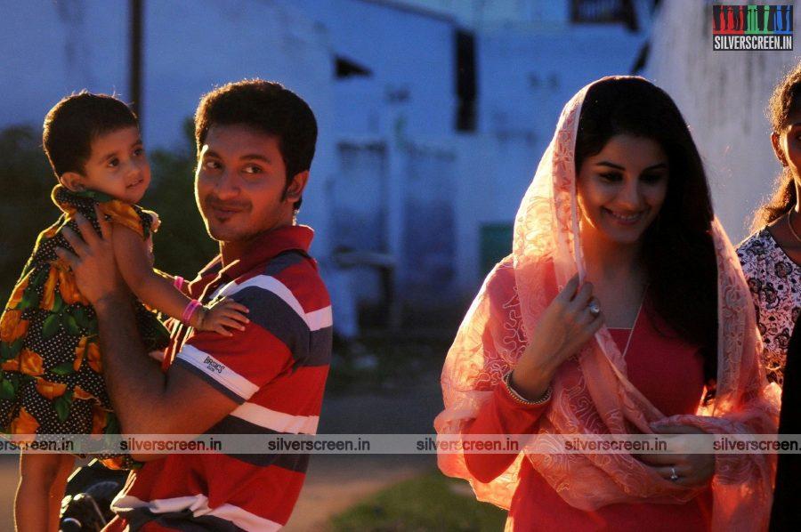 Meendum Oru Kadhal Kadhai Movie Stills