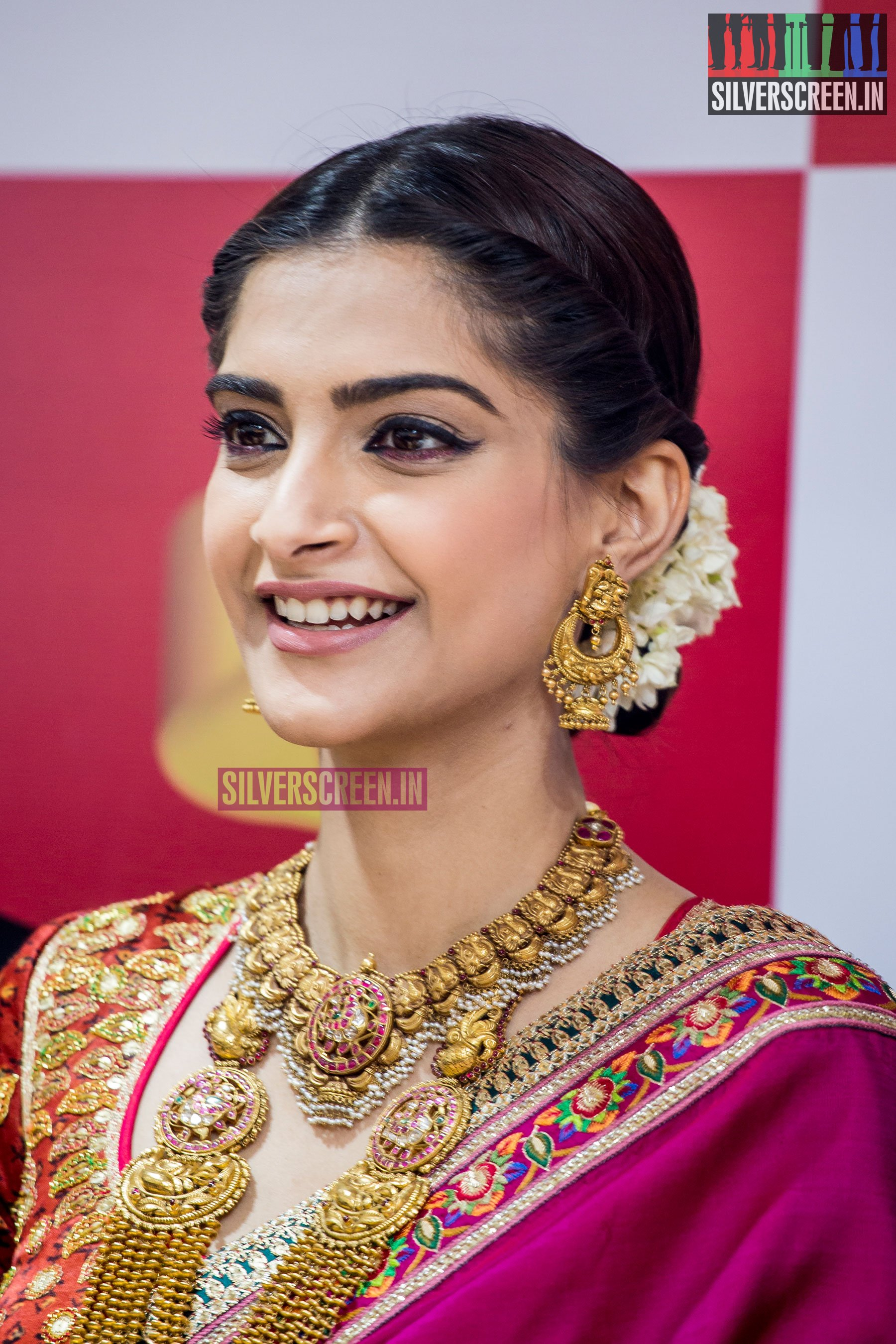 I N S P I R A T I O N On Pinterest: Sonam Kapoor At The Launch Of Kalyan Jewellers Showroom In