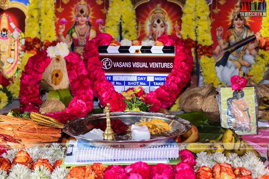 odi-odi-vilayaadu-movie-launch-photos-starring-n-santhanam-and-amyra-dastur-photos-0001.jpg