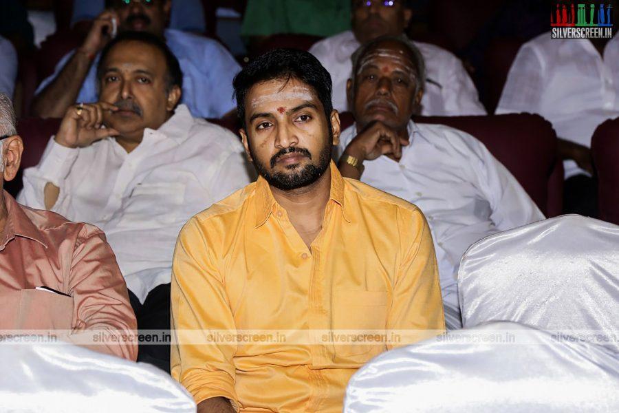 odi-odi-vilayaadu-movie-launch-photos-starring-n-santhanam-and-amyra-dastur-photos-0002.jpg
