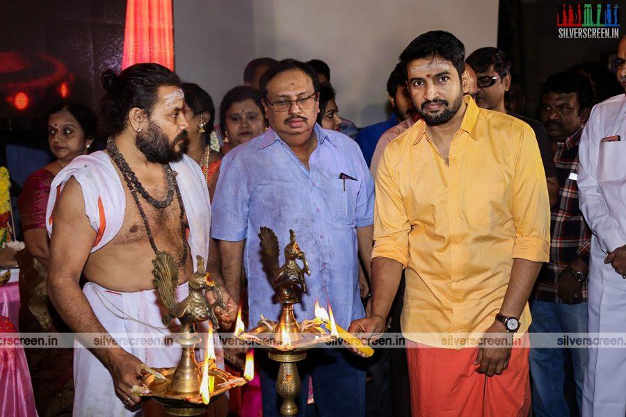 odi-odi-vilayaadu-movie-launch-photos-starring-n-santhanam-and-amyra-dastur-photos-0003.jpg