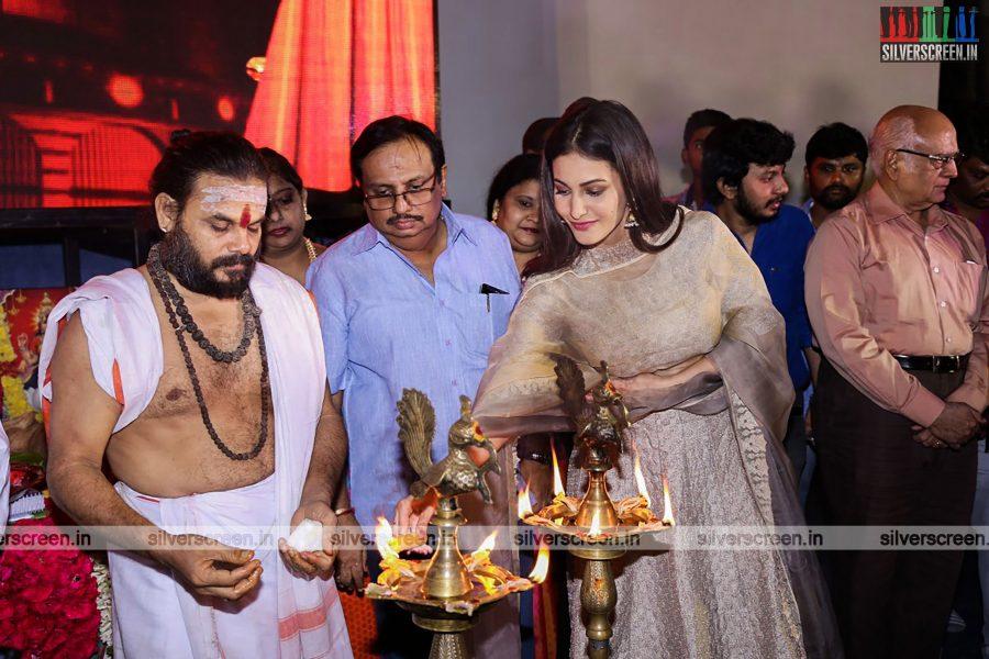 odi-odi-vilayaadu-movie-launch-photos-starring-n-santhanam-and-amyra-dastur-photos-0004.jpg