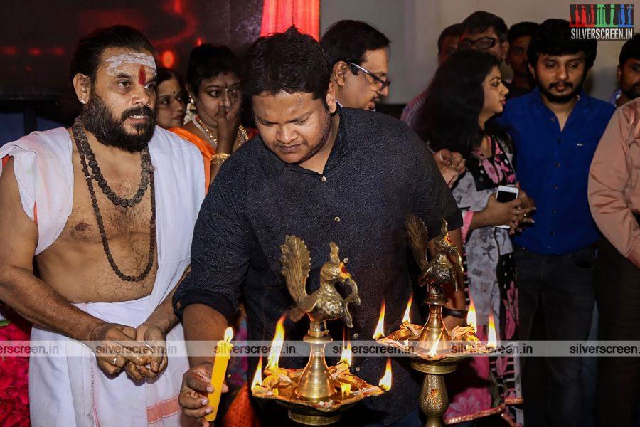 odi-odi-vilayaadu-movie-launch-photos-starring-n-santhanam-and-amyra-dastur-photos-0005.jpg