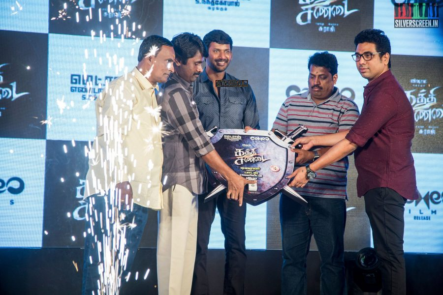 kaththi-sandai-trailer-hd-songs-launch-in-pictures-vadivelu-makes-comeback-vishal-cant-thank-him-enough-for-it-photos-0011.jpg