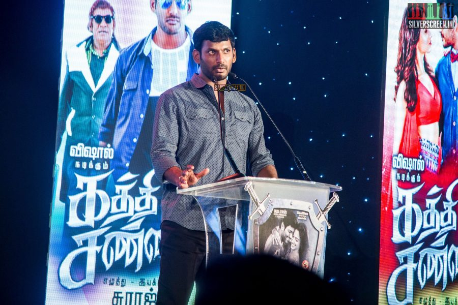 kaththi-sandai-trailer-hd-songs-launch-in-pictures-vadivelu-makes-comeback-vishal-cant-thank-him-enough-for-it-photos-0020.jpg