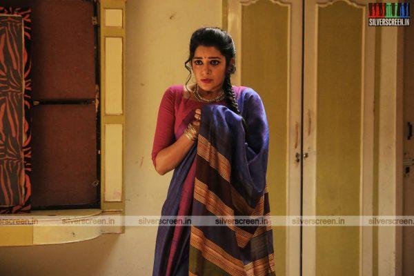 pattinapakkam-movie-stills-starring-kalaiarasan-anaswara-kumar-chaya-singh-stills-0002.jpg